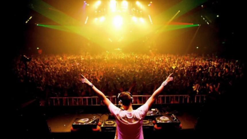 Tiësto får hjælp af indie-musikere