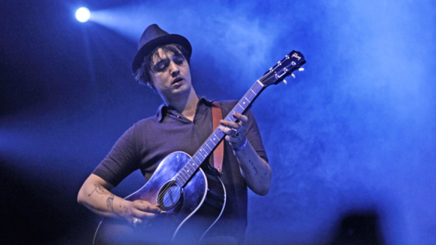 Pete Doherty bombarderet med bagels