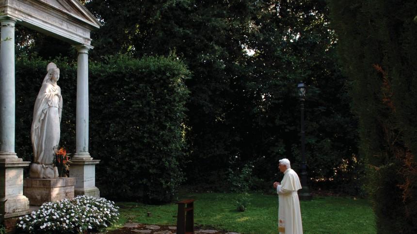 Paven udgiver album