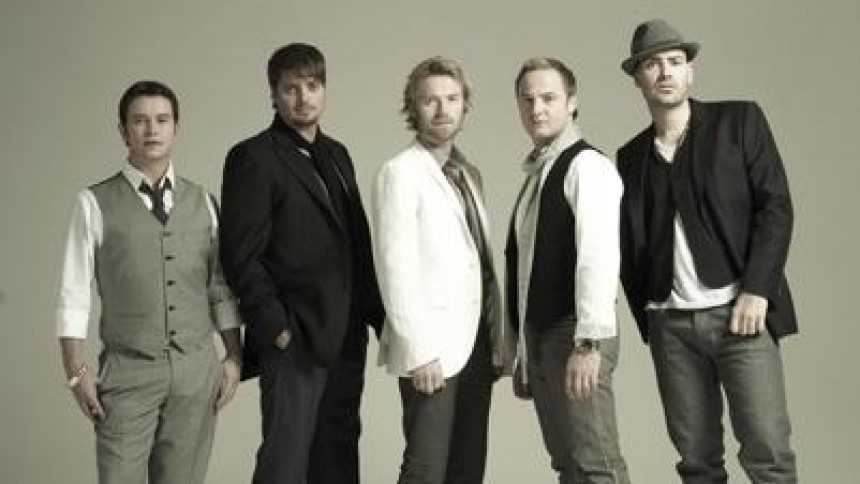 Boyzones mindealbum til Stephen Gately former sig
