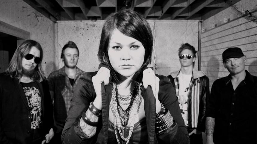 Stella Blackrose udgiver debutalbum