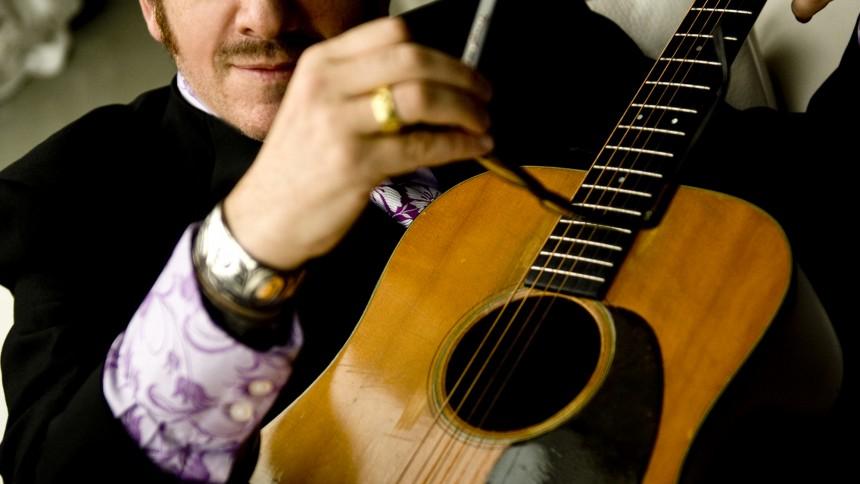 Elvis Costello: Køb ikke min nye udgivelse!