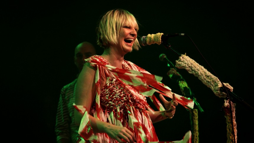 Sia lover ny musik på Deluxe Edition-plade