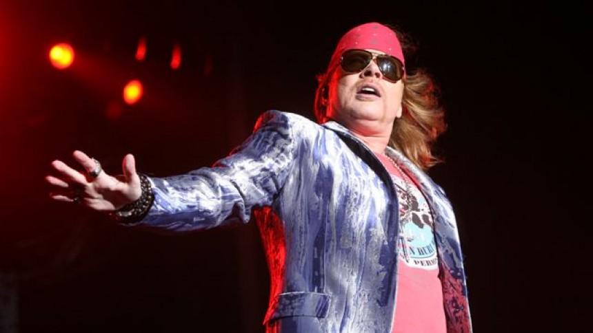 Axl Rose raser over forkortede koncerter