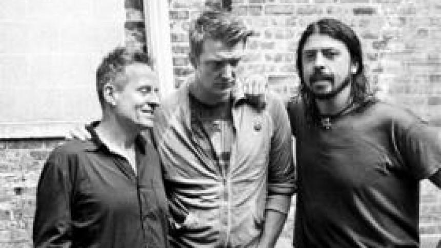 Them Crooked Vultures støtter kræftramt bassist