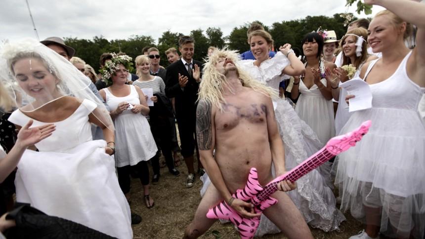 Stort fremmøde til massevielse på Roskilde Festival