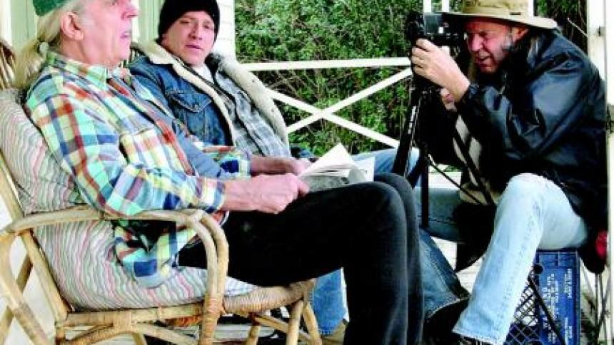 Neil Young-guitarist død af hjerteslag
