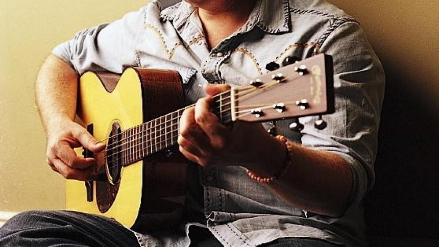 Norah Jones' guitarist tilbyder intim dansk koncert
