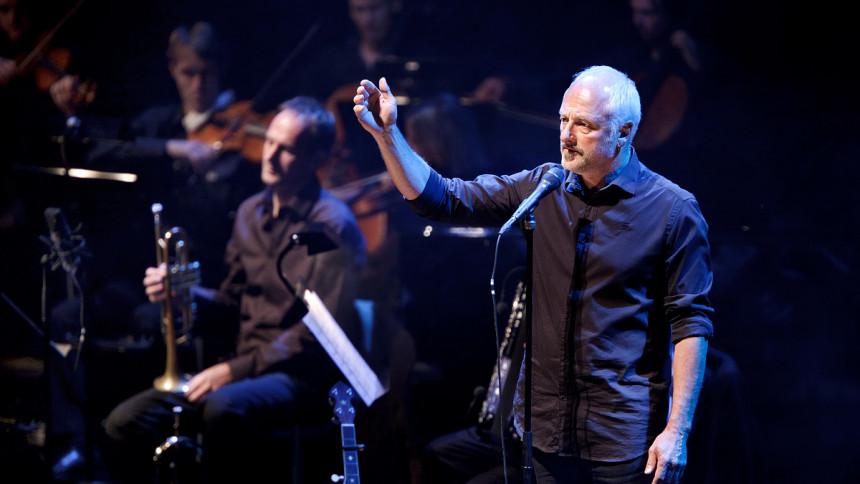 Allan Olsen udskyder koncert