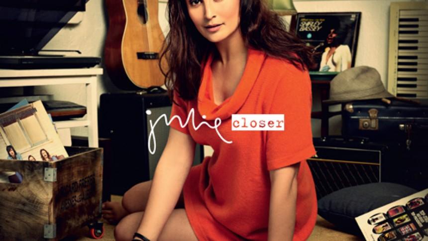 Julie udgiver nedbarberet album