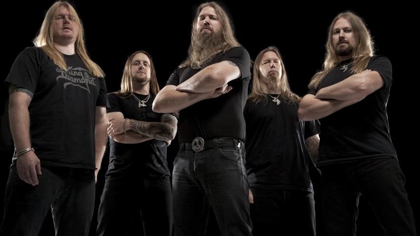 Amon Amarth signerer plader til deres danske fans