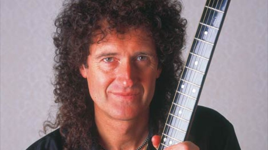 Brian May medvirker i We Will Rock You