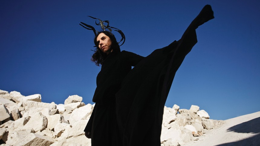 PJ Harvey går fra sjælen til slagmarken