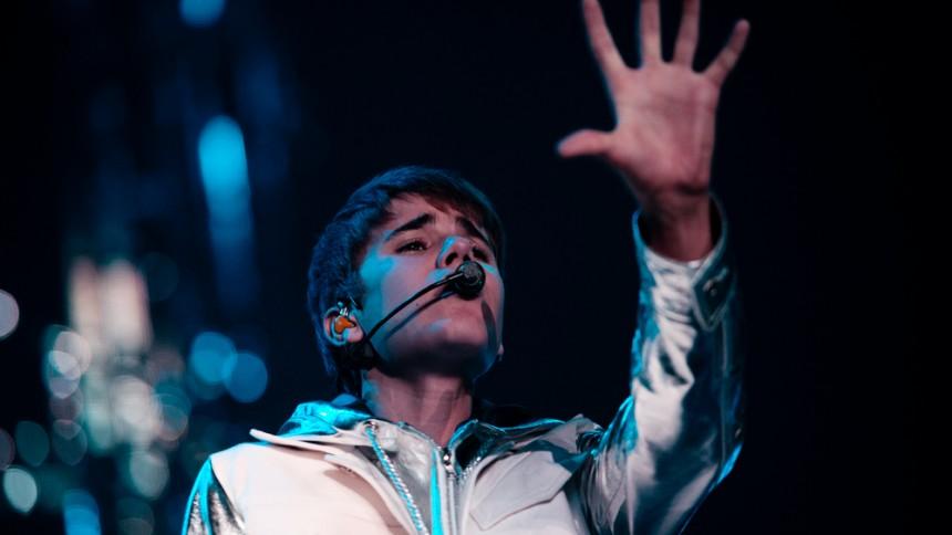Dansk popstjerne skriver sang til Justin Bieber