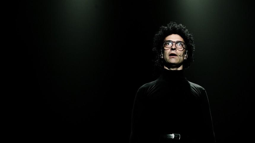 Martin Brygmann: De Fleste Ulykker Sker Med Lemmet, Bellevue Teater, København