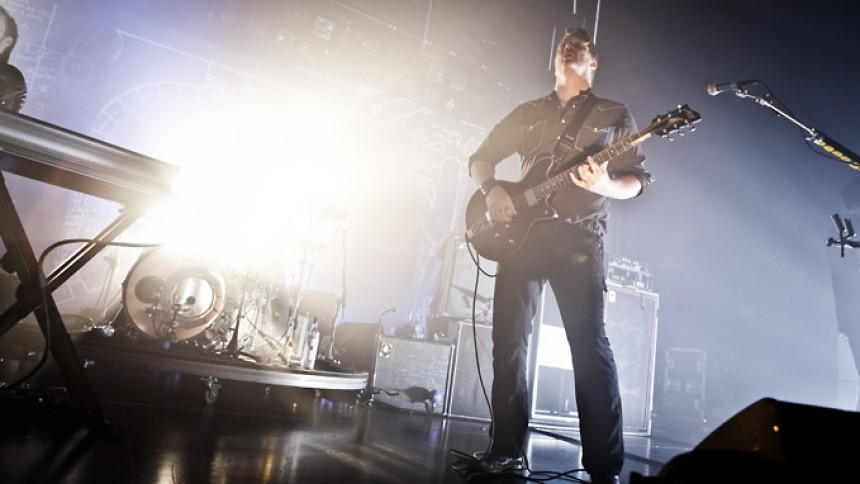 Se video: Queens of the Stone Age laver hattrick