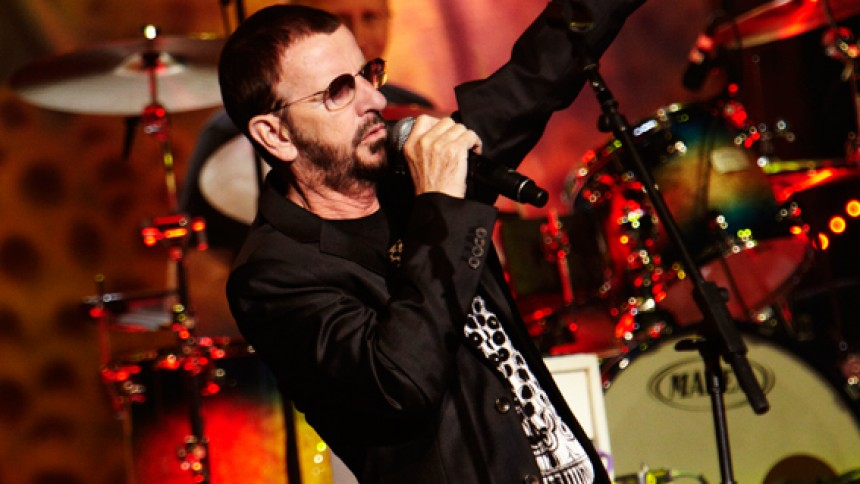 Ringo streamer fra sin 80-års fødselsdag - oplev bl.a. McCartney og Costello