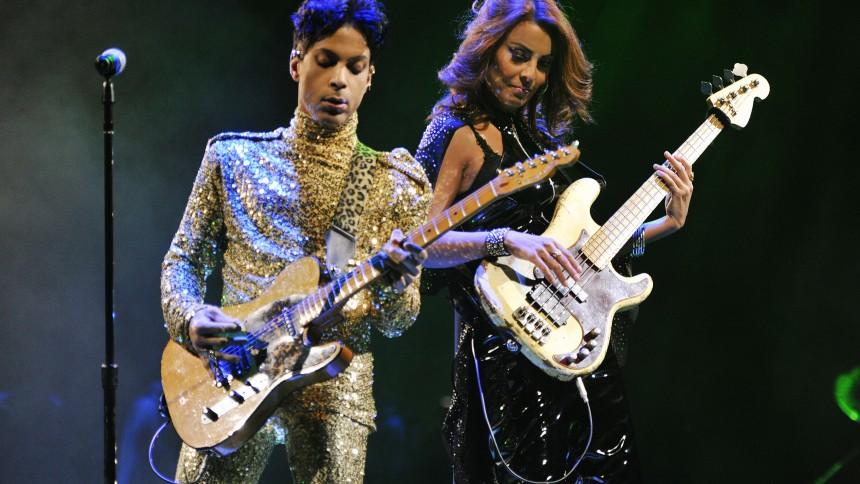 Princes danske bassist: Vildt at improvisere på direkte tv