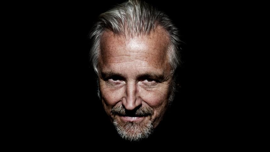 Portrætartikel: Lars H.U.G. – Kysser Himlen Farvel