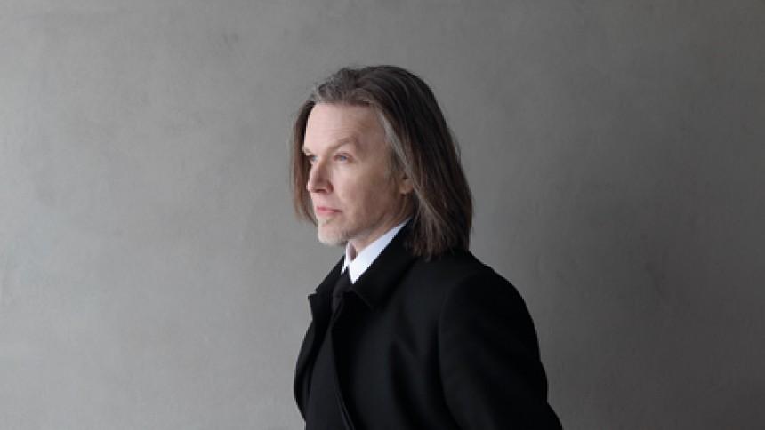 David Sylvian spiller i Koncerthuset