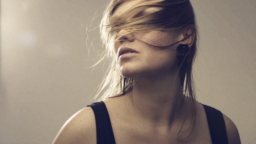 Roxy Jules udgiver smadret debutalbum