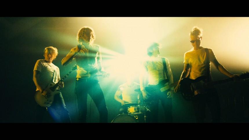 Se Dúnés nye musikvideo på GAFFA TV