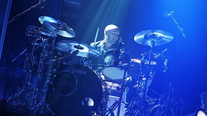 Elbows trommeslager stopper efter 25 år i bandet