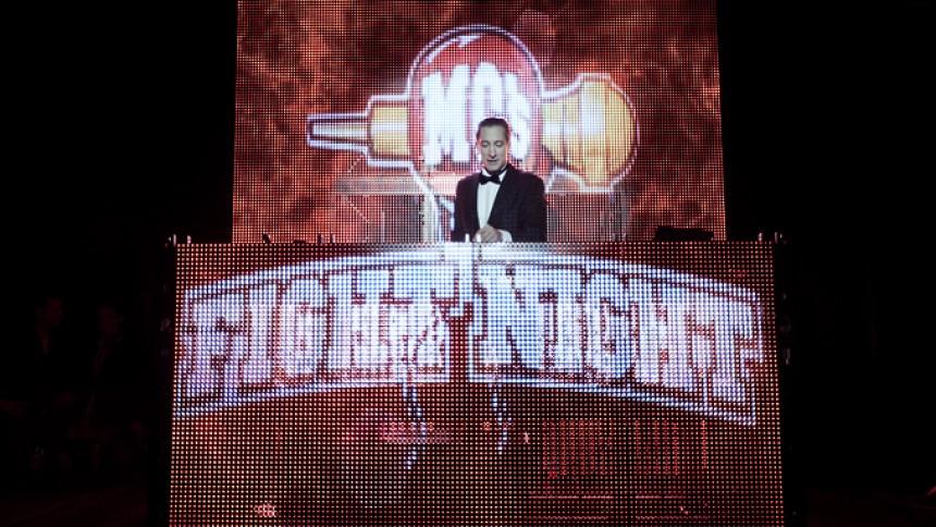 MC's Fight Night lukker og slukker