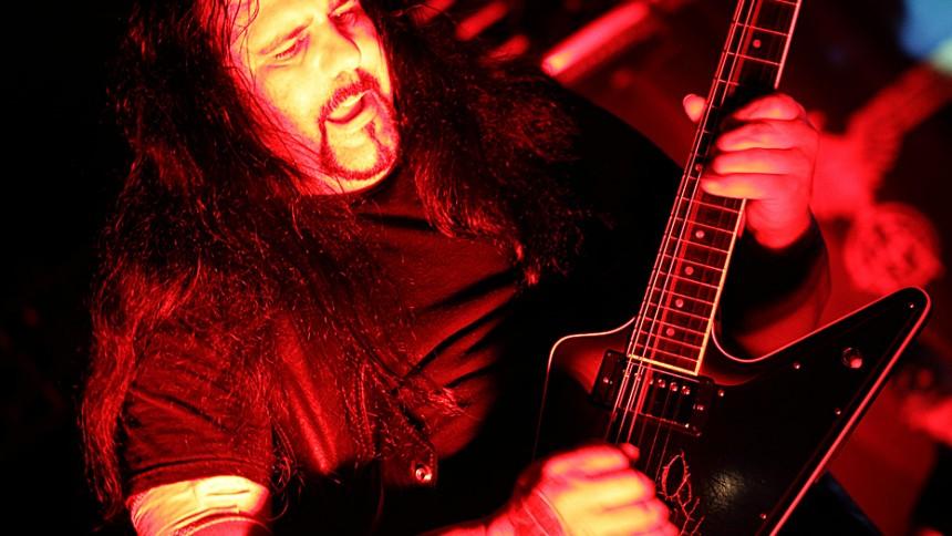 Ministry-guitarist død på scenen