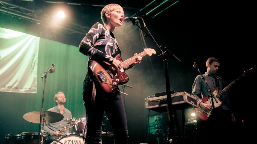 Jenny Hval giver koncert i Danmark