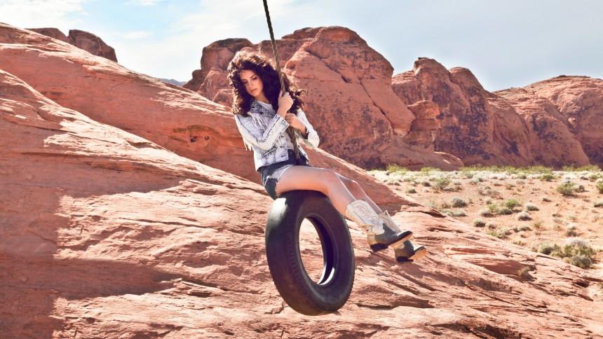 Lana Del Rey afslører, at hun snart udgiver nyt