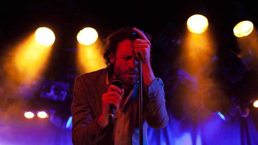Oplev Roskilde-aktuelle Father John Misty give to numre live