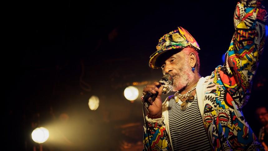 """Reggae-legenden Lee """"Scratch"""" Perry er død"""
