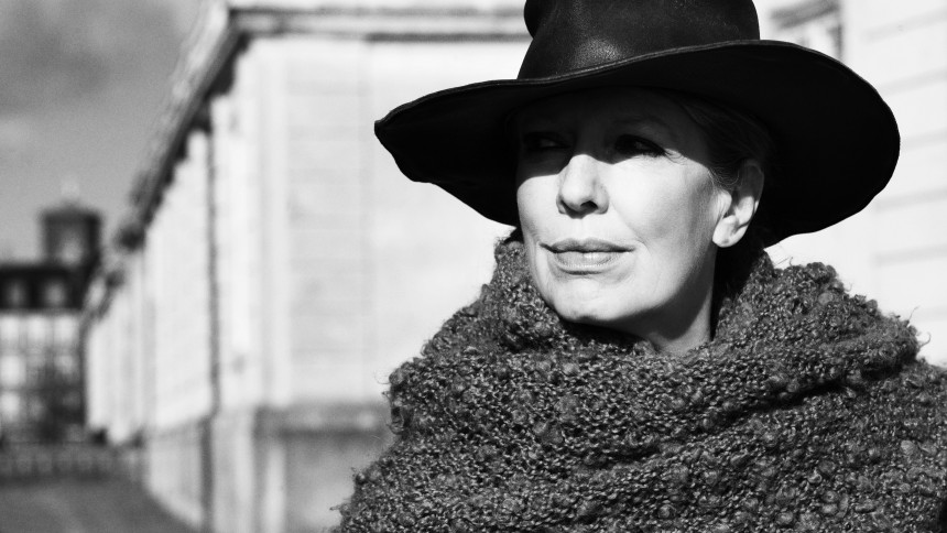 Hør Suzanne Brøgger som popballadesanger