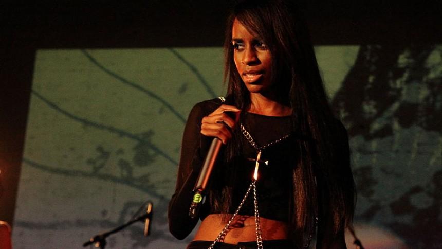 Angel Haze: Fra religiøs sekt over voldtægt til rappens håb