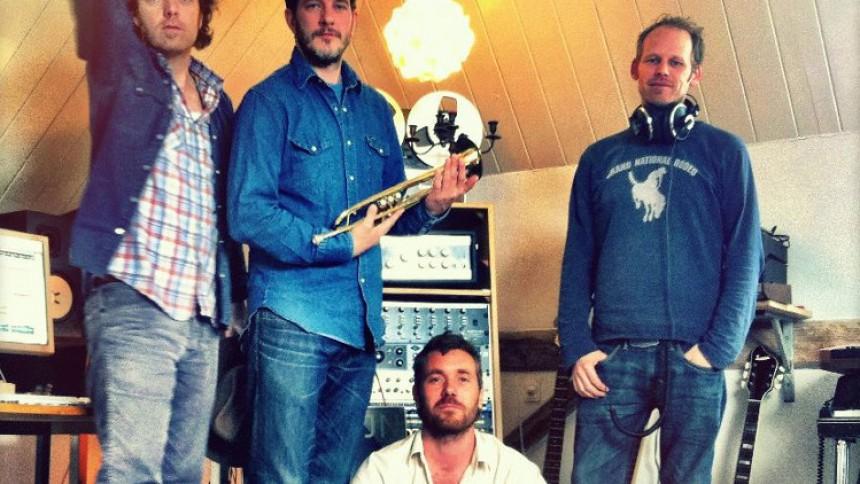 De danske ørkenrockere varierer udtrykket på en samling slidstærke sange