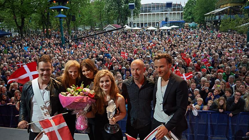Fotoserie: Danmark hyldede Emmelie i Tivoli