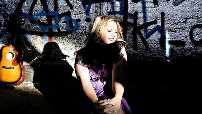 Hør dansk sangerindes frontalangreb på rockere