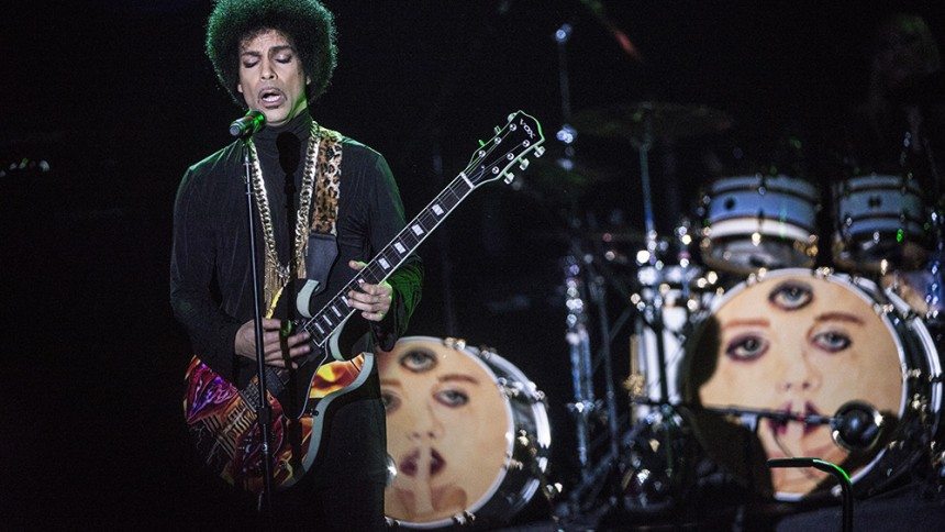 """Nu udkommer """"Nothing Compares 2 U"""" med Princes vokal"""