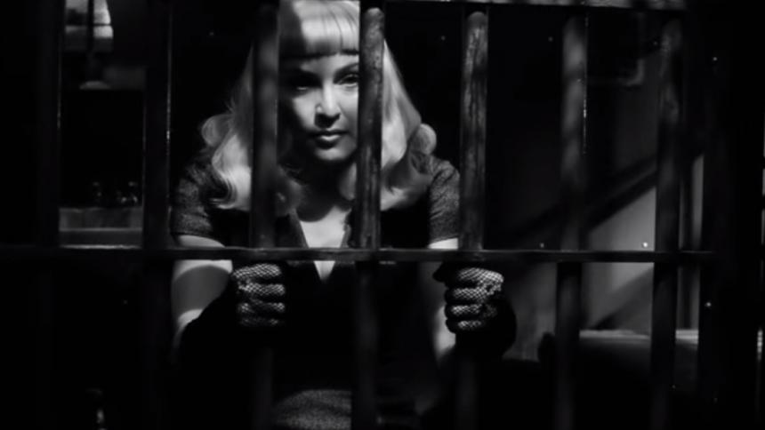 Se Madonna i S/M-leg mod undertrykkelse