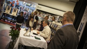 Morrissey skriver autografer i Göteborg 171013