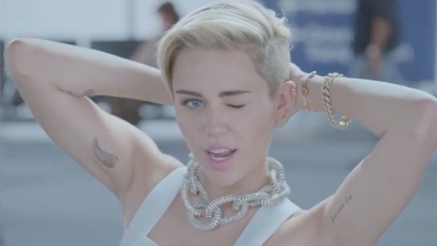 Miley Cyrus optræder ved MTV EMA 2013