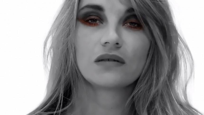 Se ny musikvideo med Kim Larsens datter