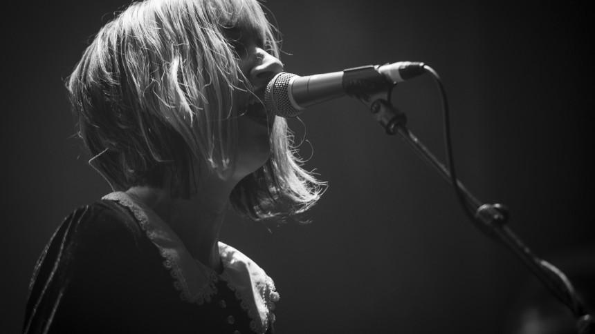 Muffs-frontfigur og tidligere Pixies-bassist død