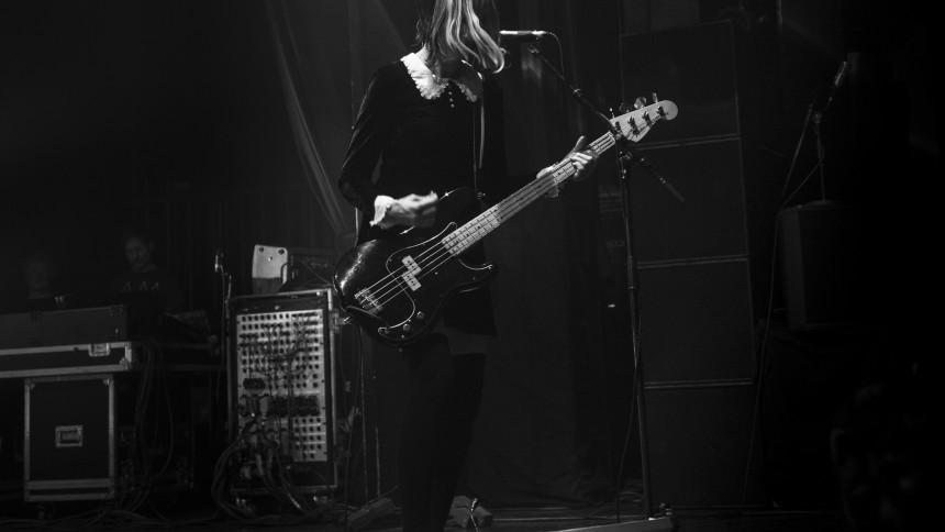 Pixies fyrer bassist efter fem måneder
