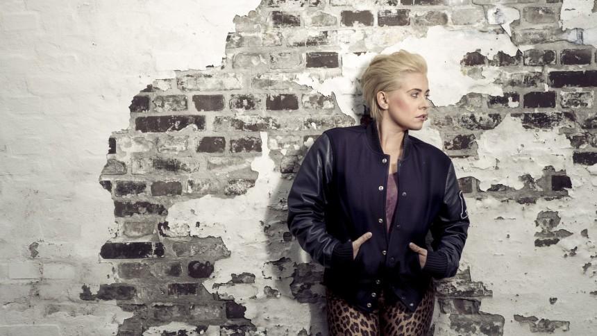 Voice-vinder Em udgiver single med hjælp fra L.O.C.