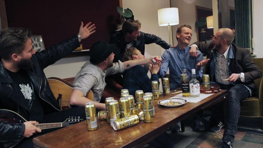 Frank Hvam hyrer rockband til Upassende turné