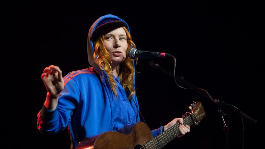 Annika Aakjær udsender video, album og drager på turné