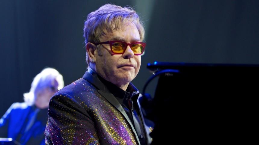 Putin er vild med Elton John - selv om han er homoseksuel