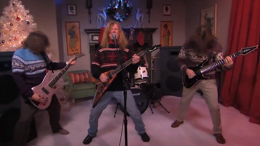 Se Megadeth i julehumør